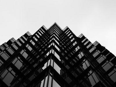 Иск о признании права собственности на недвижимость: когда можно, а когда — нет?